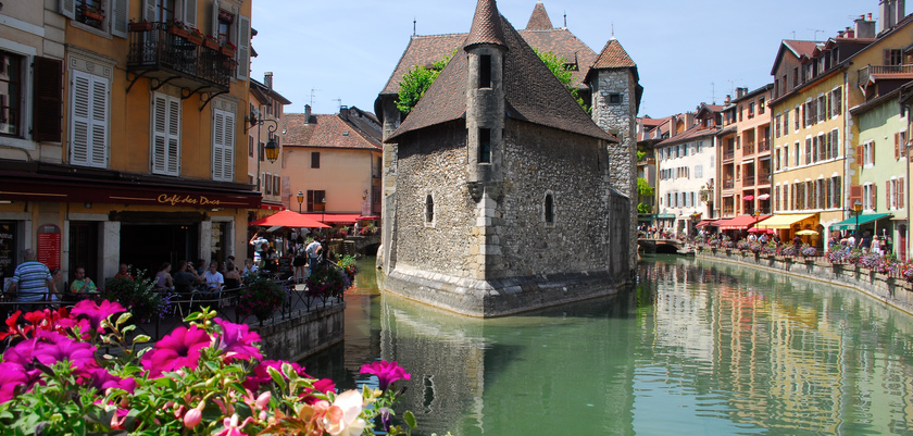 Canals in Talloires, Lake Annecy, France.jpg